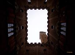 Siena (hmeyvalian) Tags: siena palazzodelcomune latorredelmangia piazzadelcampo toscana italia italie italy canoneosm5 efm1122isstm f4 1125 iso100 11mm manual