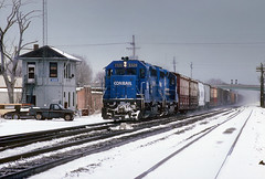 Stormin' past Judd Tower (Moffat Road) Tags: conrail emd gp402 freighttrain tower snow 3320 judd juddtower laporte indiana train railroad locomotive in