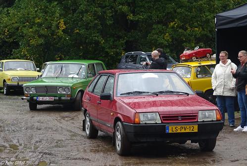 1995 Lada Samara 1300s (VAZ 2109 Лада Самара / ВАЗ 2109)  &  Lada 1600   / Lada 2106 / VAZ-2106 (  Лада-2106 / BA3-2106) ©  peterolthof