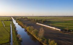 Lange Schatten (3) (Klaus Z.) Tags: eisenbahn kbs 395 gandersum ostfriesland br 1465 personenzug ic2 db fernverkehr drohnenbild herbst