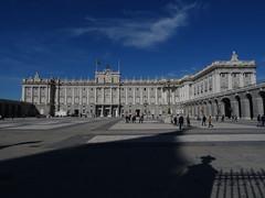 Palacio Real de Madrid (Kvnivek) Tags: españa spain madrid building blue sky palace palacio clouds
