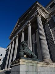 Palacio de las Cortes Madrid (Kvnivek) Tags: españa spain madrid building blue sky pillars cortes lion statue