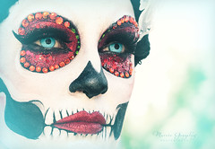 10.27.18 DDLM 2 (Marcie Gonzalez) Tags: face eyes 2018 hollywood forever cemetery cemeteries death life celebration event events southern california calif ca los angeles county socal so cal north america us usa united states hispanic mexican mexico tree dia de muertos all souls day dead halloween ghost ghosts graves día skull skulls skeleton painting costume custom art night painted