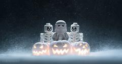 Hothoween (Avanaut) Tags: lego starwars theempirestrikesback hoth halloween jackolantern pumpkin halloween2019 toy toyphotography toyphotographer avanaut originality snow snowtrooper stormtrooper skeleton minifigure lantern