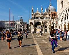 Venezia / Piazza San Marco (Pantchoa) Tags: venise italie saintmarc place basilique torre dellorologio torredellorologio personnes