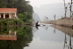 Por el rio (rraass70) Tags: canon d700 paisajes rio agua ninbinh deltadelriorojo vietnam
