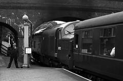 Do Not Cross the Line - North Norfolk Railway (Rhisiart Hincks) Tags: lloegr england sasana brosaoz ingalaterra angleterre inghilterra anglaterra 英国 angletèrra sasainn انجلتــرا anglie ngilandi norfolk northnorfolkrailway gorsaf stáisiún geltoki tihenthouarn tigar gare estacion station stèisean porzhhouarn rheilffordd henthouarn hynshorn trenbide iarnród burdinbide chemindefer railway rathadiarainn eisenbahn ferrocarril ferrovia geležinkelis 铁路 鉄道 caleferată gweithiwr lanegile micherour worker oibrí neachobrach trên tren trèan trèana blancinegre duagwyn gwennhadu dubhagusgeal dubhagusbán blackandwhite bw zuribeltz blancetnoir blackwhite monochrome unlliw blancoynegro zwartwit sortoghvid μαύροκαιάσπρο feketeésfehér juodairbalta eu ue