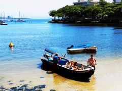 estamos indo (lucia yunes) Tags: urca mar praiadaurca praia sea azul seascape life lifestyle sun barcos boat beach beauty beleza luciayunes