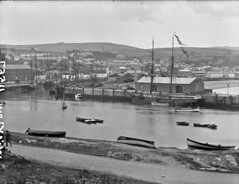 Wexford on a calm day - Is actually Wicklow (National Library of Ireland on The Commons) Tags: robertfrench williamlawrence lawrencecollection lawrencephotographicstudio thelawrencephotographcollection glassnegative nationallibraryofireland wexford harbour ships boats water yacht auxiliaryengine ladies quay