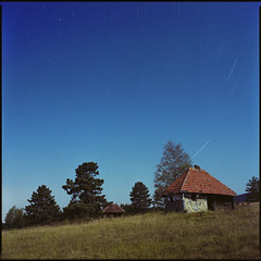 ((o)). (OverdeaR [donkey's talking monkey's nodding]) Tags: startrails stars film 120 kodakportra400nc longexposure square mediumformat bronicasqa 8028 zenzanonps8028 scan full moon night nocturnal
