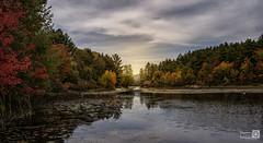 La casa del lago (JoseQ.) Tags: casa lago amanecer agua campo naturaleza otoño autumn arboles colores embarcadero caseta construccion newhampshire usa