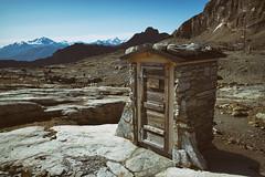 tualetta @Lötschepass, Valais (Toni_V) Tags: m2402163 rangefinder digitalrangefinder messsucher leicam leica mp typ240 type240 28mm elmaritm12828asph hiking wanderung randonnée escursione lötschepass lötschenpass wc toilette tualetta wallis switzerland suisse schweiz alps toilet alpen valais svizra 2019 190921 ©toniv analogafexpro2 niksoftware
