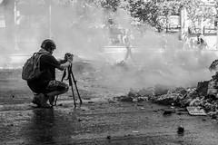 En la mira, Santiago de Chile furioso (Mario Rivera Cayupi) Tags: santiagodechile blancoynegro blackandwhite bw protesta protest angry rabia chile canong5x oneinchsensor sensordeunapulgada