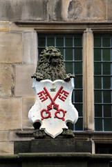 City Hall - Leiden (NL) (Rick & Bart) Tags: leiden city zuidholland thenetherlands nederland stad rickvink rickbart canon eos70d architecture cityhall stadhuis coatofarms wapen statue sculpture