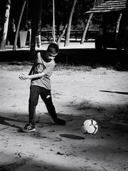 GFX2480 - Stop (Diego Rosato) Tags: stop controllo palla ball campo field calcio soccer fuji gfx50r fujinon gf110mm rawtherapee