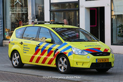 Dutch ambulance Ford S-max (Dutch emergency photos) Tags: 112 999 911 nederland nederlands nederlandse netherlands netherland dutch emergency photos photo fotos foto blauw licht blue light lightbar vehicle vehicles voertuig voertuigen lichtbalk lichtbak amsterdam amsterdams amsterdamse hulp hulpverlenings hulpverleningsvoertui hulpverleningsvoertuigen hulpverleningsvoertuig car cars auto autos wagen wagens ambulance ambulans ambulanz ford sort special operations response responce team 26ngr7 s max smax