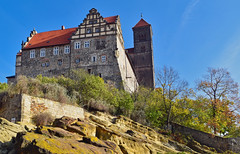 Schlossberg (r.wacknitz) Tags: quedlinburg harzmountains sachsenanhalt saxonyanhalt schlossberg weltkulturerbe architektur architecture architettura arquitectura nikond5600 tamron18200 luminar18 outdoors nopeople germanculturism history traveldestination sky day buildingexterior