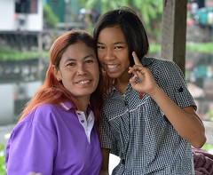 pretty ladies (the foreign photographer - ฝรั่งถ่) Tags: two pretty ladies women lard phrao portraits bangkhen bangkok thailand nikon d3200 canal