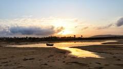 Jericoacoara - Sunrise (sileneandrade10) Tags: sileneandrade jericoacoara praia praiadejericoacoara viladejericoacoara jijocadejericoacoara amanhecer sunrise céu natureza nature nikon nikoncoolpixp1000 nikoncorporationcoolpixp1000 canoa mar água reflexo sol