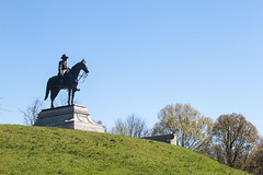 Grant overlooks the battleield (RPahre) Tags: ulyssessgrant grant war winter winteriscoming got vicksburgnationalmilitarypark siegeofvicksburg vicksburg statue bluesky mississippi battlefield