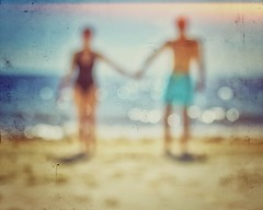 Hold on (Mister Blur) Tags: happy anniversary holdon holding hands mylove couple inlove bythesea beach sea waves blurry dots blur desenfoque turquoisesea mar turquesa rivieramaya legrand moon palace resort cancun textures snapseed nikon d7100 35mm nikkor lens richardashcroft rubén rodrigo fotografía