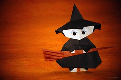 Origami Witch (Kamikey) (De Rode Olifant) Tags: marjansmeijsters origami origamiwitch witch halloween paper papiroflexia videotutorial kamikey