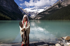 First Nations (Fabien Georget (fg photographe)) Tags: firstnaions laclouise louiselake canada banff rocheuses montagnes water sea sun landscape paysage sky ayezloeil beautifulearth bigfave canon elitephotography elmundopormontera eos fabiengeorget fabien fgphotographe flickr flickrdepot flickrunited georget geotagged flickunited winter mordudephoto hour sunset blue heure bleue eau waterscape bateau 5d fullframe