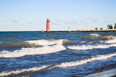 waves (Yuki (8-ballmabelleamie)) Tags: beacon jetty breakwater dike embankment island sea water waves summer august afternoon evening wisconsin kenosha