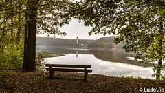 Banc avec vue (Lцdо\/іс) Tags: banc bench lac lake automne autumn gileppe jalhay fagnes fagnard nature romantic romantique treking reflection reflexion reflet belgique belgium belgie belgian belge belgica ostbelgien eastbelgium travel trip outdoor europe europa lцdоіс