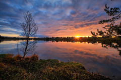 Autumn evening, Norway (Vest der ute) Tags: xt2 norway rogaland haugesund water waterscape landscape lake reflections trees leaves autumn sunset sky clouds sunstar fav200