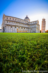 Askew (Ivo.Berta) Tags: italy italia europe pisa askew tower falling photo photography canon architecture building structure history old green grass sun morning blue sky