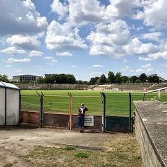 Stadionbesuch (galibier2645) Tags: dynamo hohenschönhausen bfc sportforum sport alleine wolken 9 fusball fan stadion rasenplatz rasenfläche berlin