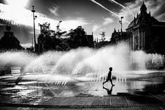 WATER GAMES (bhs-photo) Tags: noiretblanc monochrome schwarzweis leica leicaq street lightandshadow munich münchen karlsplatz bnw