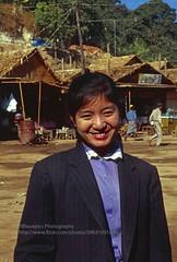 Kyaiktiyo, smile (blauepics) Tags: myanmar birma burma southeast asia südostasien 1996 kyaiktiyo kyaiktio woman girl frau mädchen burmese birmanin face gesicht portrait porträt market markt smile happy fröhlich lachen