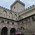 68 Двор папского дворца в Авиньоне