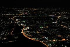 Nachtanflug auf Wien (Bernhard Schlor) Tags: flugzeug luftaufnahme fortbewegungsmittel abendflug nachtanflug österreich aerialphoto niederösterreich aereo lavion flug aeroplano harmannsdorf
