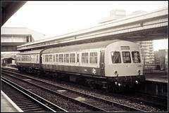Clapham Met-Cam (Jason 87030) Tags: diesel multiple unit dmu britishrail willesden clapham junction kenn o kensington olympia duo pair cars l200 blue grey era old service platform london train rails nse network southeast transport bw bbw bnw mono frame border tones shot scan