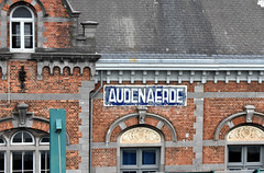 2019-08-28 Audenaerde (Oodenaarde) Station sign (John Carter 1962) Tags: trains rail railways belgium belgianrailways