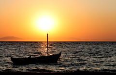 Ηλιοβασίλεμα - Sunset - Sonnenuntergang (ᗰᗩᖇᓰᗩ ☼ Xᕮ∩〇Ụ) Tags: οήλιοσοηλιάτορασ greece griechenland sea sky sun sonne himmel meer boot boat ουρανόσ θάλασσα ήλιοσ ελλάδα βαρκα o canoneos1100d