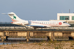 ZYB LILY JET  BD-700-1A10 Global Express B-8196 001 (A.S. Kevin N.V.M.M. Chung) Tags: aviation aircraft aeroplane airport airlines mfm macauinternationalairport plane spotting taxiway taxiing bombardier biz private