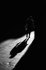 Siluetas Urbanas (natan_salinas) Tags: streetphotography fotografíaurbana fotografíacallejera bw blackwhite blanconegro bn blancoynegro blackandwhite monocromático monochrome nikon gente d5100 urbe urban city ciudad portrait retrato urbano noiretblanc pasajeros passengers street calle people luz light shadow sombras contraluz chile silueta silhouette backlighting backlight twilight man male hombre 35mm