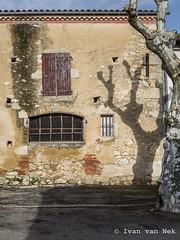 Rue de l'ancien Foirail, Cologne (Ivan van Nek) Tags: ruedelancienfoirail cologne gers france frankrijk frankreich nikon nikond7200 d7200 sigma1770 occitanie midipyrénées doorsandwindows fenêtres 32