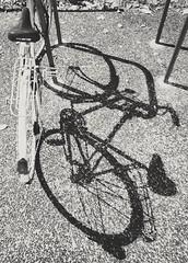 Vélo (arakiss_38) Tags: vélo noiretblanc ombre