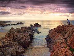 Pescador en Punta Colorada (Ariel NZ) Tags: piriapolis uruguay mar pesca atardecer puntacolorada playa