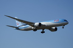 G-TUIL (IndiaEcho) Tags: gtuil tui boeing 7879 egkk lgw london gatwick airport airfield civil aircraft aeroplane aviation airliner jet sussex england canon eos 1000d approach landing