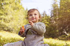 David (Frokoko) Tags: child kind märchenhaft herbst farben landschaft sonne grün himmel lachen fröhlich wald baum wiese gras fairy tale autumn colours landscape sun green sky laugh happy forest tree meadow grass sonyzeiss35mm