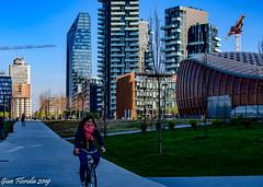 Pedalando fra i grattacieli (Gian Floridia) Tags: district milano portanuova bicicletta diamantone grattacieli pedalando ragazza skyscrapers torresolaria