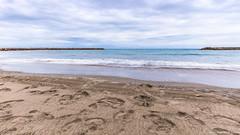 La mer rejoint le ciel (Elyane11) Tags: ciel solitude mer poselongue page sable