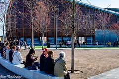 Conversazione  a Porta Nuova (Gian Floridia) Tags: milano portanuova conversazione grattacieli salotto streetphotography