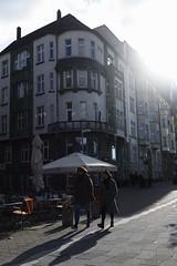 autumn light@Bank of the Rhine, Düsseldorf 2 (Amselchen) Tags: germany season ef40mmf28stm pancake autumn canoneos6dmarkii photography city building people light pedestrian street streetphotography